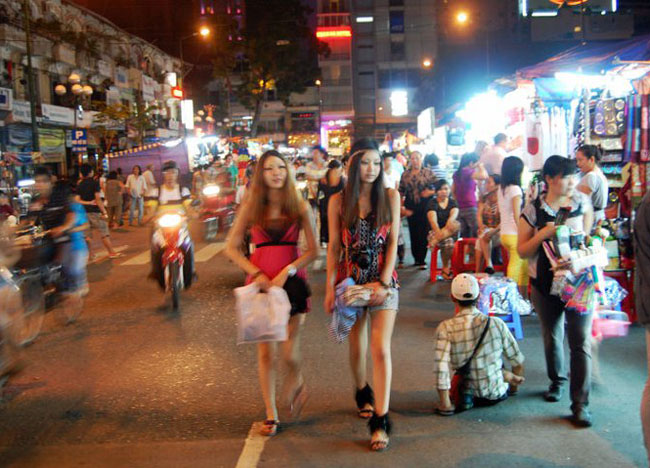 Ben Thanh Night Market, Cheapest Thai VISA Runs from Bangkok Thailand