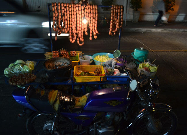 Isaan Sausages, Cost of living in Bangkok on a budget, sukhumvit area