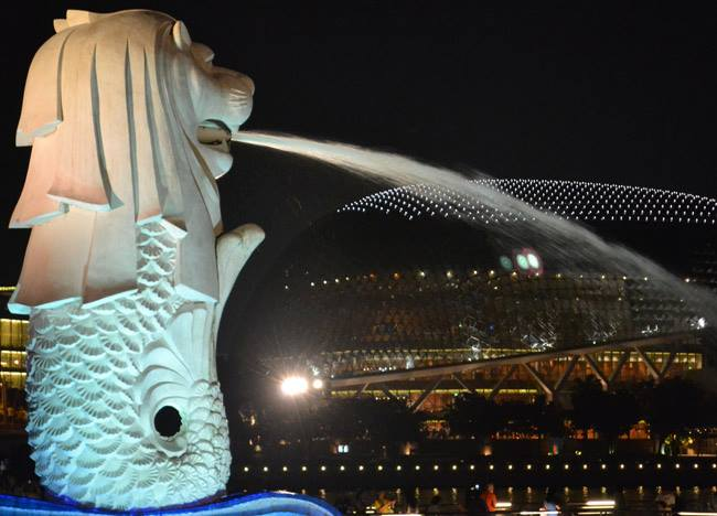 Merlion Park and Durian, Why Travellers Hate Singapore? Not Asia