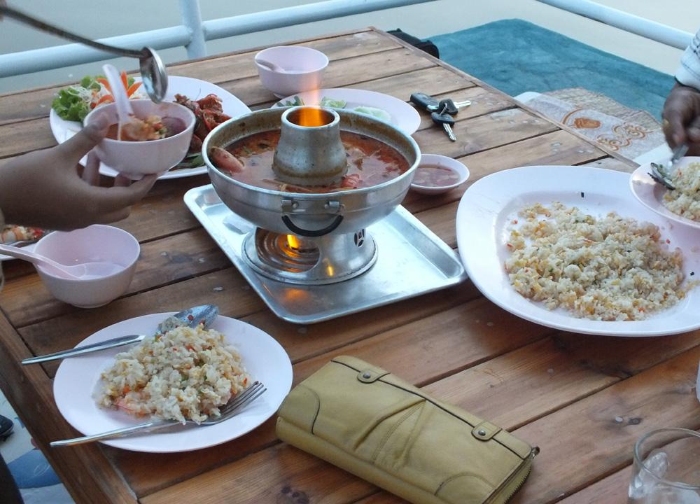 Bangkok street food guide cheap eats in thailand for Giant chilli thai