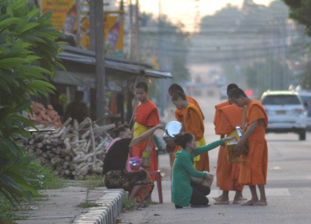 Early Morning Monks, Best Thai VISA Runs from Bangkok Thailand