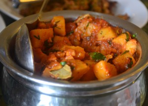 Aloo Curry, Introduction to Indian Food, Eating in India, Asia Travel