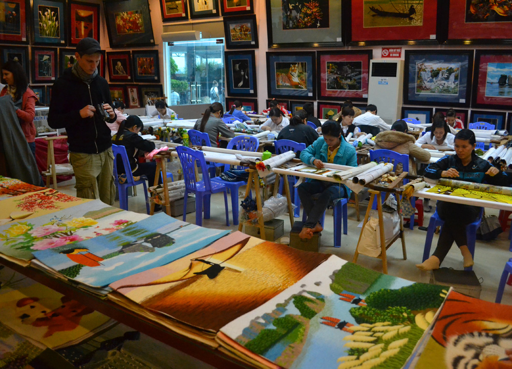 Stop at Local Artwork, Best Halong Bay Overnight Cruise Tours from Hanoi
