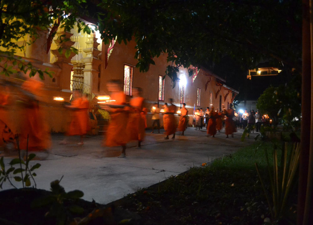 Vientiane Monks, Cheapest Thai VISA Runs from Bangkok Thailand
