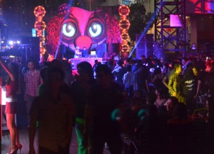 Crowds at Main Stage, Where to go Halloween in Bangkok, Route 66, RCA