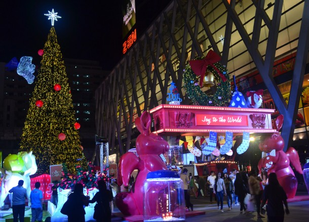 Joy to the World, Central World Christmas Tree. Beer Gardens. Bangkok