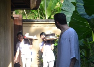 Morning Breakfast Arrives, Komaneka Tanggayuda Ubud Review Pool Villas