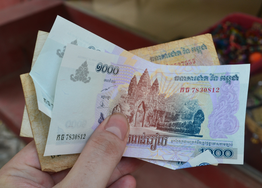 Cambodian 1000 Riel Us Dollars Or Local Currency Cambodia