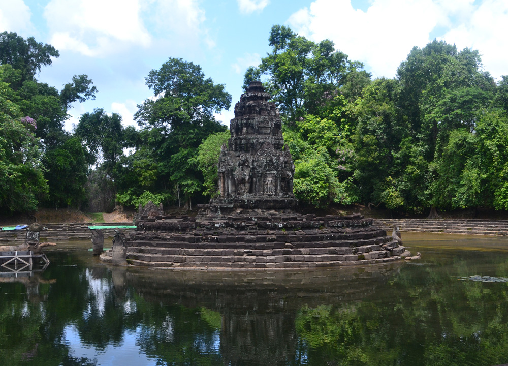 introduction to angkor wat Keep an eye out for traditional khmer scarves and crafts, silk sarongs antiques  and books on the amazing angkor watphnom penh: the capital of cambodia.