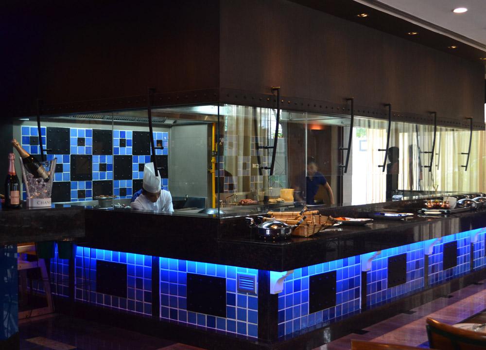 The great kabab factory in bangkok sukhumvit soi 2 for Live kitchen design