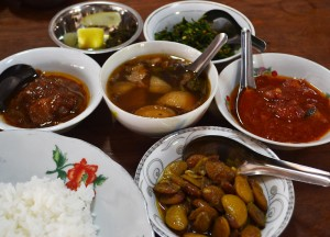 Traditional Myanmar Meal, Top Burmese Food, Eating Myanmar, Burma
