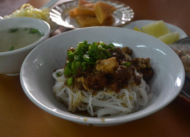 Chicken Meeshay Noodles, Top Burmese Food, Eating Myanmar, Burma